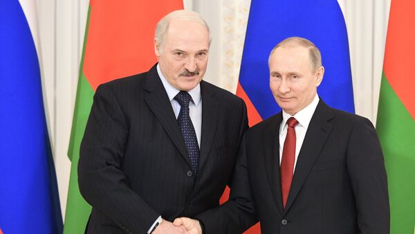 Presidente de Bielorrusia, Alexandr Lukashenko, y presidente de Rusia, Vladímir Putin - Sputnik Mundo