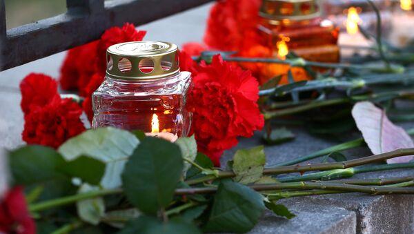 Homenaje a las víctimas de la tragedia en San Petersburgo - Sputnik Mundo