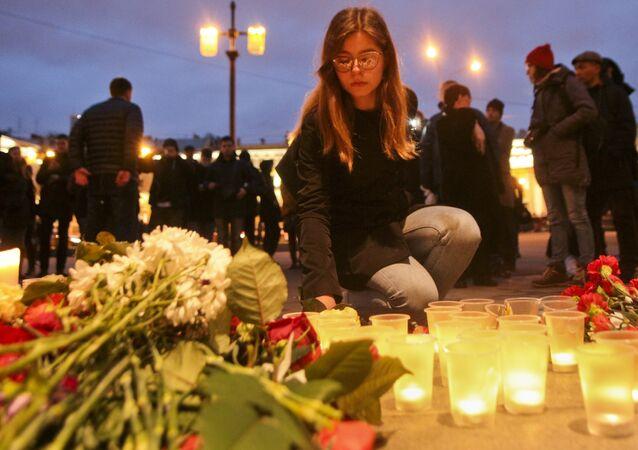Homenaje a las víctimas de la tragedia en San Petersburgo