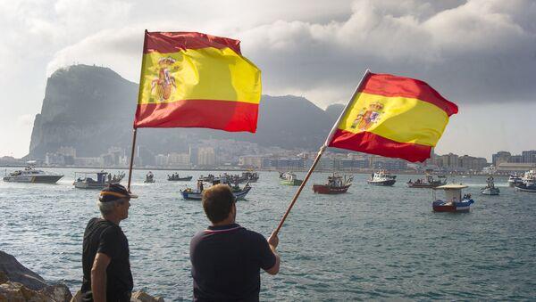 Hombres con banderas de España - Sputnik Mundo