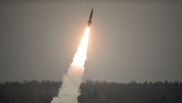 Lanzamiento de un misil del complejo táctico Tochka-U - Sputnik Mundo