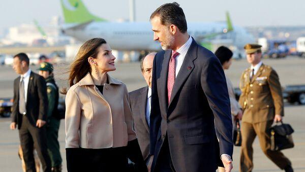 El rey de España Felipe VI y la reina Letizia arribaron a Tokio el 3 de abril en el marco de su primer viaje oficial al continente asiático. - Sputnik Mundo