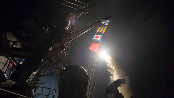 Lanzamiento del misil de crucero Tomahawk - Sputnik Mundo