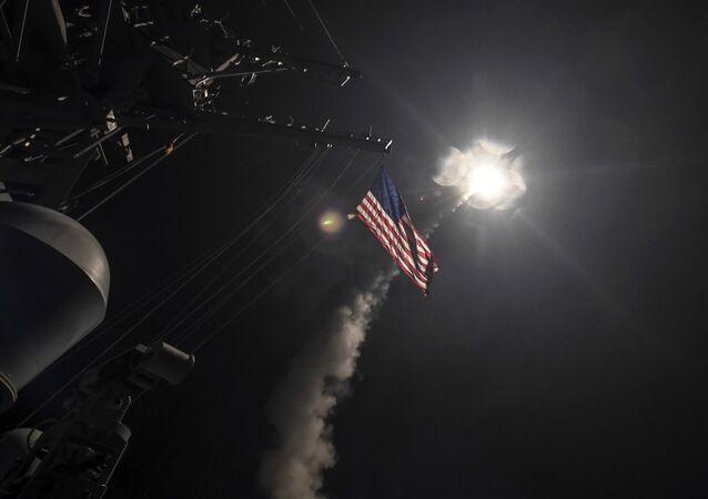 Lanzamiento de misil de crucero estadounidense Tomahawk (archivo)