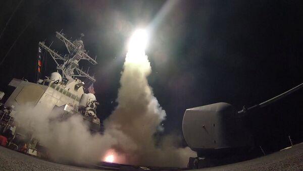 Lanzamiento de misil de crucero Tomahawk - Sputnik Mundo