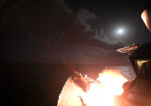 Lanzamiento de misil de crucero Tomahawk