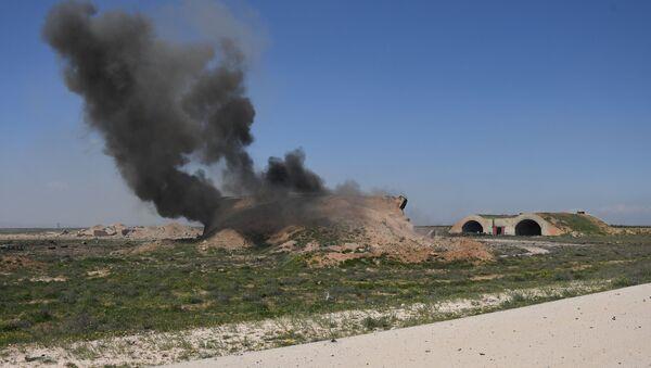 Consecuencias del ataque de EEUU contra la base de la Fuerza Aérea siria Shairat - Sputnik Mundo