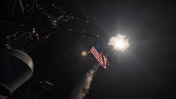 Estados Unidos lanzó un ataque con misiles contra una base aérea en Siria - Sputnik Mundo