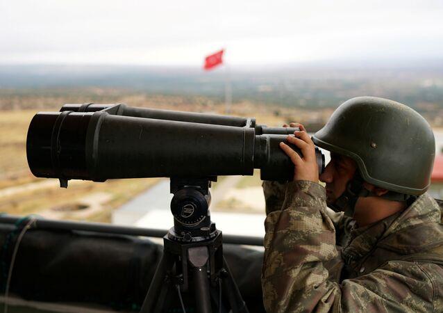 Un soldado turco en la frontera entre Siria y Turquía (archivo)