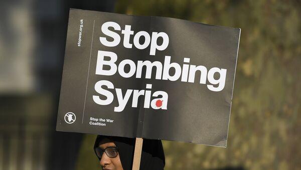 Protestas contra los bombardeos en Siria - Sputnik Mundo