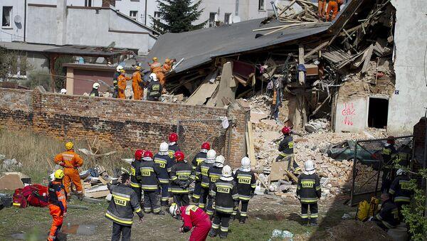 Derrumbe de una vivienda en la ciudad polaca de Swiebodzice - Sputnik Mundo