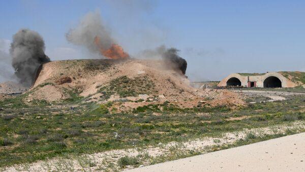 Las consecuencias del ataque de EEUU sobre la base aérea de Shairat - Sputnik Mundo