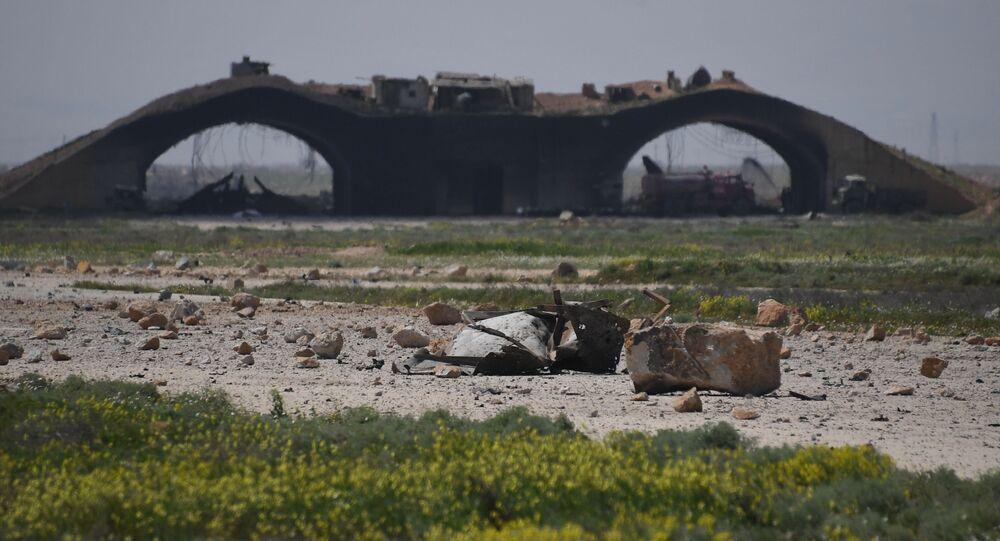 Consecuencias del ataque de EEUU contra la base aérea siria de Shairat (archivo)