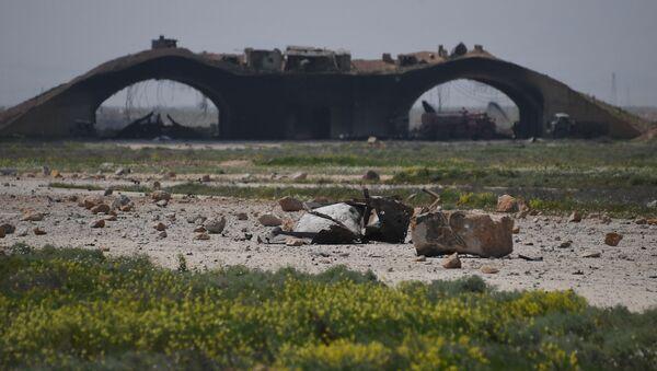 Consecuencias del ataque de EEUU contra la base aérea siria de Shairat - Sputnik Mundo