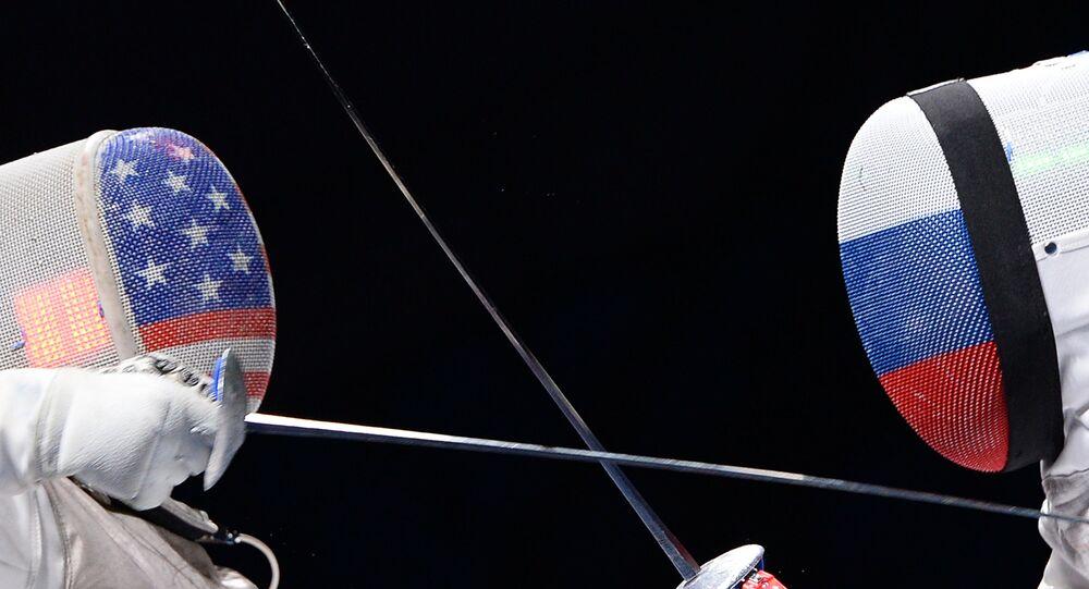 Las deportistas de esgrima de EEUU y Rusia (imagen referencial)
