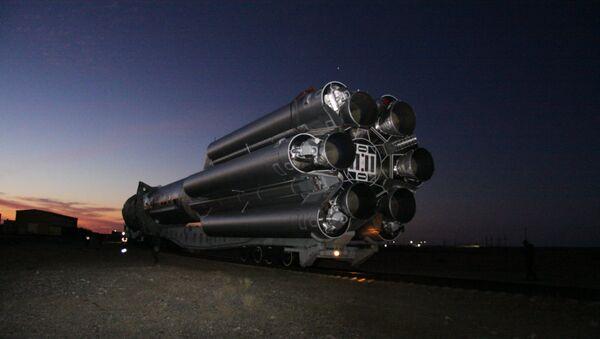 El lanzador Proton-M con un satélite militar a bordo (archivo) - Sputnik Mundo