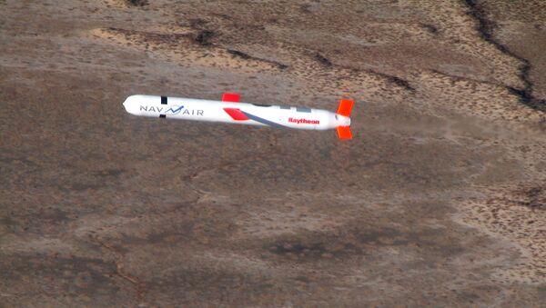 Misil estadounidense Tomahawk - Sputnik Mundo