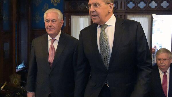 Rex Tillerson, secretario de Estado de EEUU, y Serguéi Lavrov, canciller ruso - Sputnik Mundo