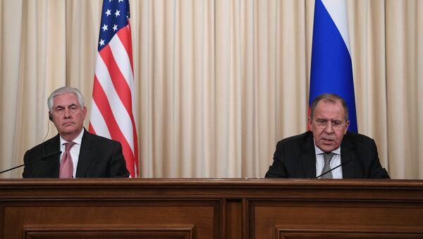 El secretario de Estado de EEUU, Rex Tillerson, y el canciller ruso Serguéi Lavrov (archivo) - Sputnik Mundo
