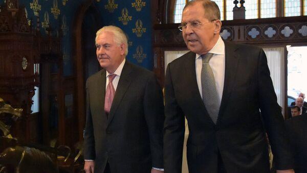 Rex Tillerson, el secretario de Estado de EEUU, y Serguéi Lavrov, el canciller ruso - Sputnik Mundo
