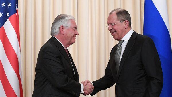 Secretario de Estado de EEUU, Rex Tillerson, y canciller de Rusia, Serguéi Lavrov - Sputnik Mundo