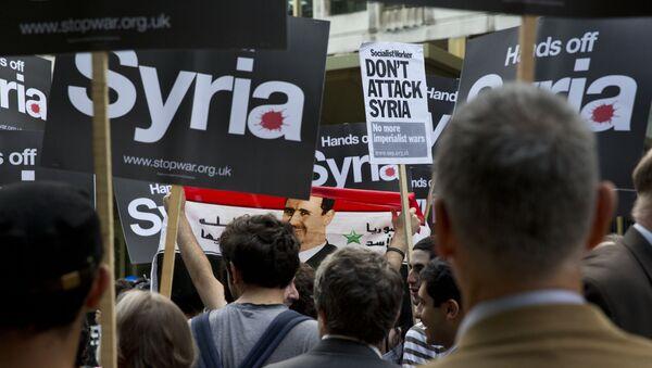Una protesta contra la intervención militar en Siria - Sputnik Mundo