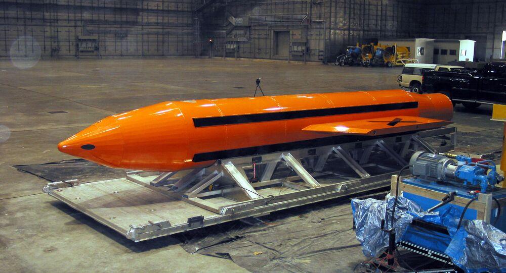 Massive Ordnance Air Blast, la 'madre de todas las bombas'