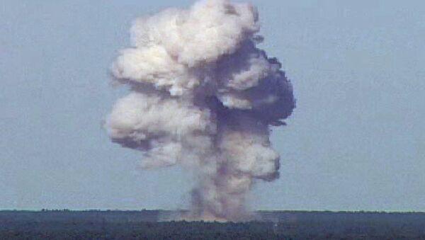 Explosión de la GBU-43 durante pruebas llevadas a cabo en la Base de la Fuerza Aérea Eglin, Florida, EEUU - Sputnik Mundo