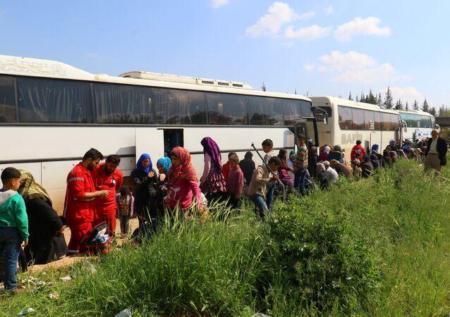 Habitantes evacuados de las localidades de Fua y Kefraya, Siria en abril del 2017