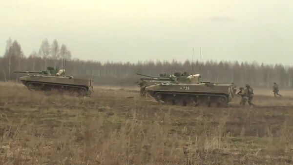 Las tropas aerotransportadas rusas prueban sus equipos novedosos - Sputnik Mundo