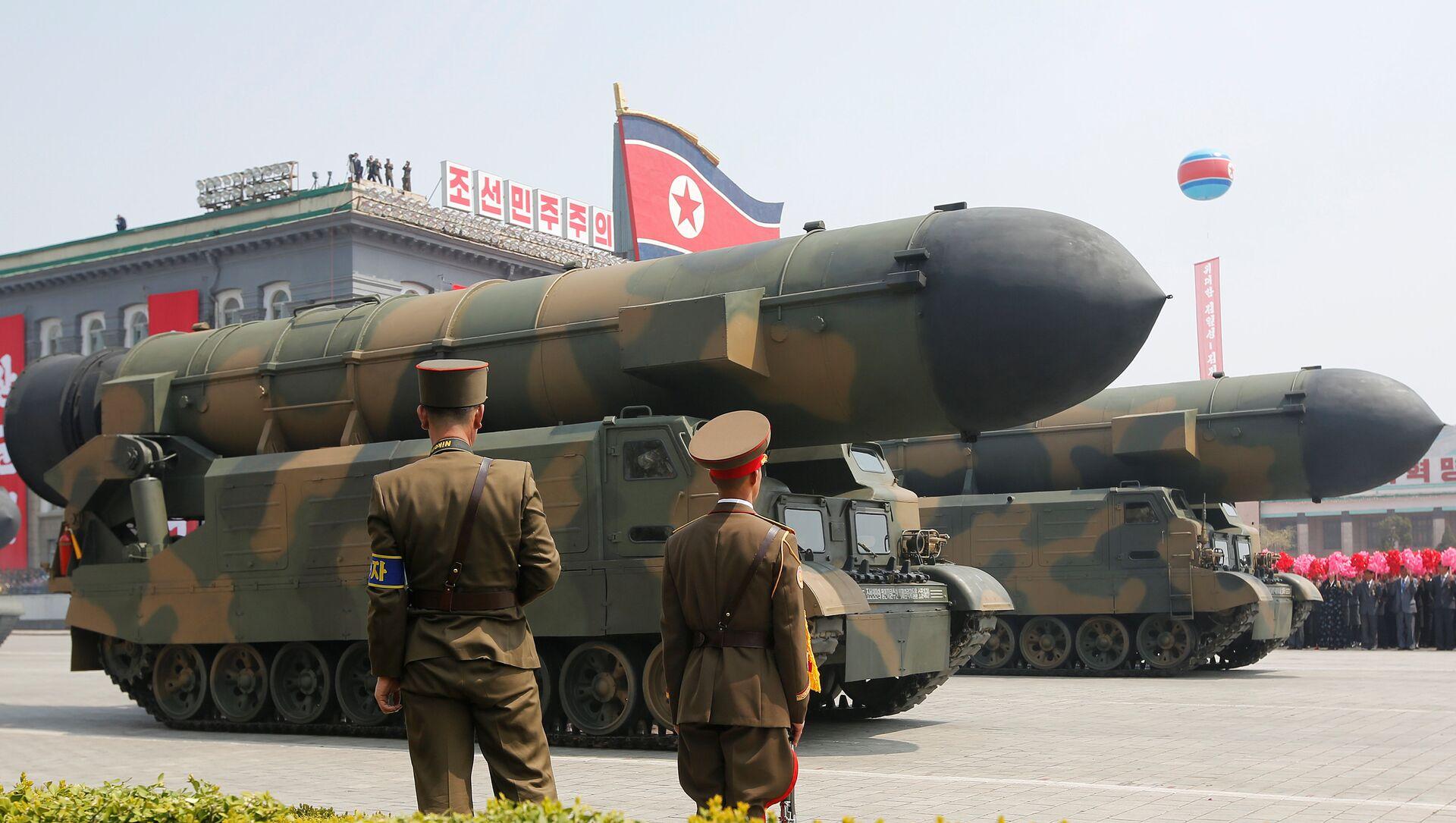 Misiles norcoreanos en el desfile militar dedicado al 105 aniversario del nacimiento del fundador del Estado norcoreano y abuelo del actual líder, Kim Il-sung - Sputnik Mundo, 1920, 15.01.2021