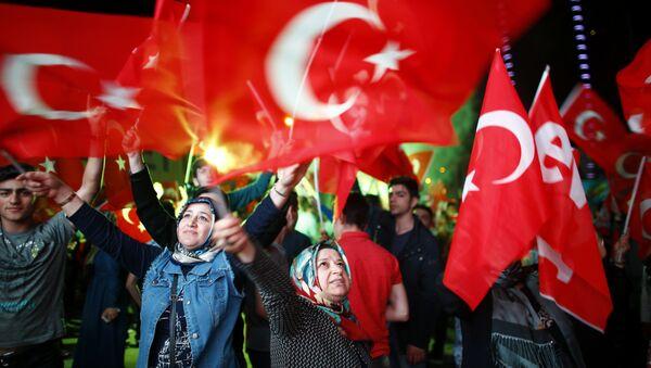 Los partidarios del presidente turco Erdogan - Sputnik Mundo