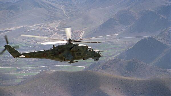 Un helicóptero Mi-24 sobre el camino Kabul-Herat - Sputnik Mundo