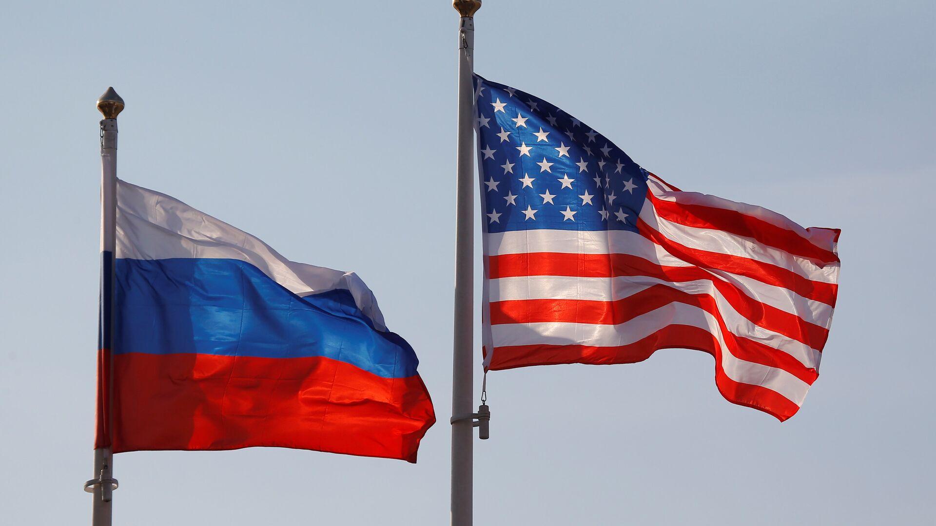Banderas de Rusia y EEUU - Sputnik Mundo, 1920, 19.04.2021