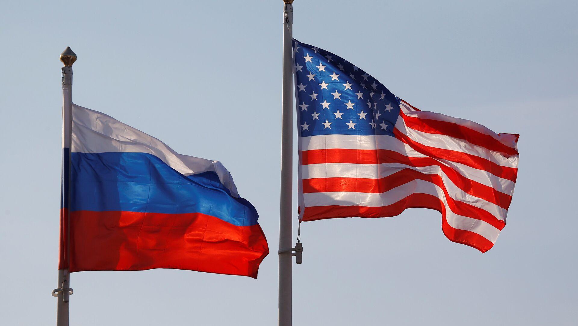 Banderas de Rusia y EEUU - Sputnik Mundo, 1920, 05.08.2019