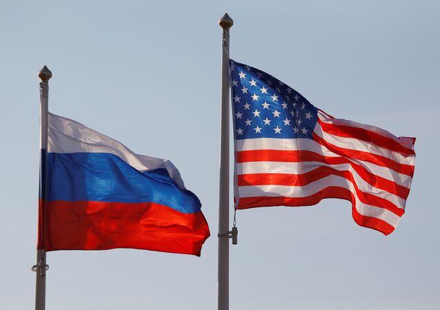 Banderas de Rusia y EEUU