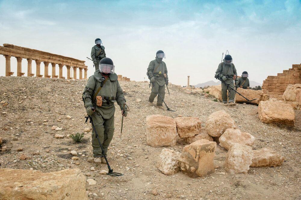 Zapadores rusos desminan Palmira.