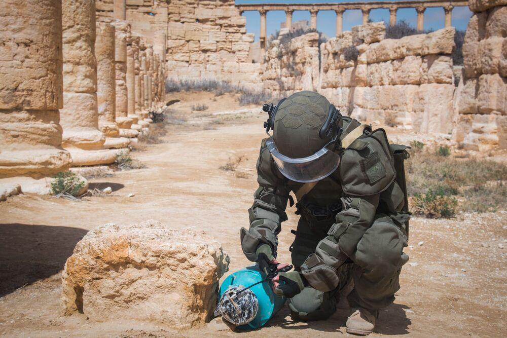 Un zapador ruso, en la ciudad de Palmira.