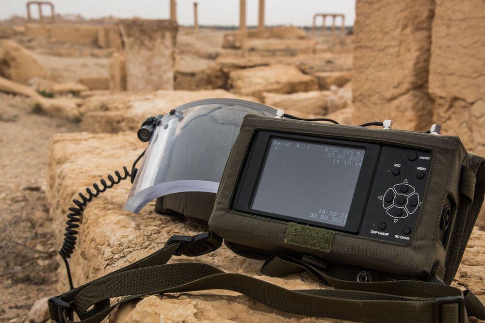 Parte del sistema OVR-2-02 que usan los zapadores rusos que desminan Palmira.