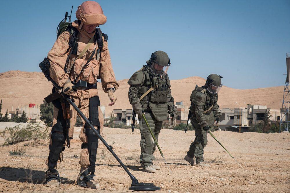 Los artificieros rusos desminan la ciudad de Palmira.