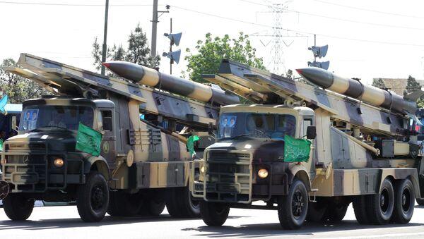 El impresionante desfile para conmemorar el Día del Ejército en Irán - Sputnik Mundo