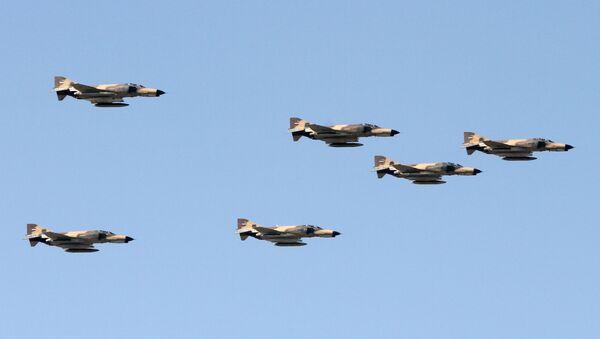 Cazas F-4 Phantom durante un desfile militar en Teherán  - Sputnik Mundo