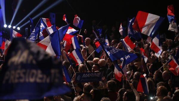 Los seguidores de Marine Le Pen, la candidata a la presidencia francesa por el Frente Nacional (FN) - Sputnik Mundo