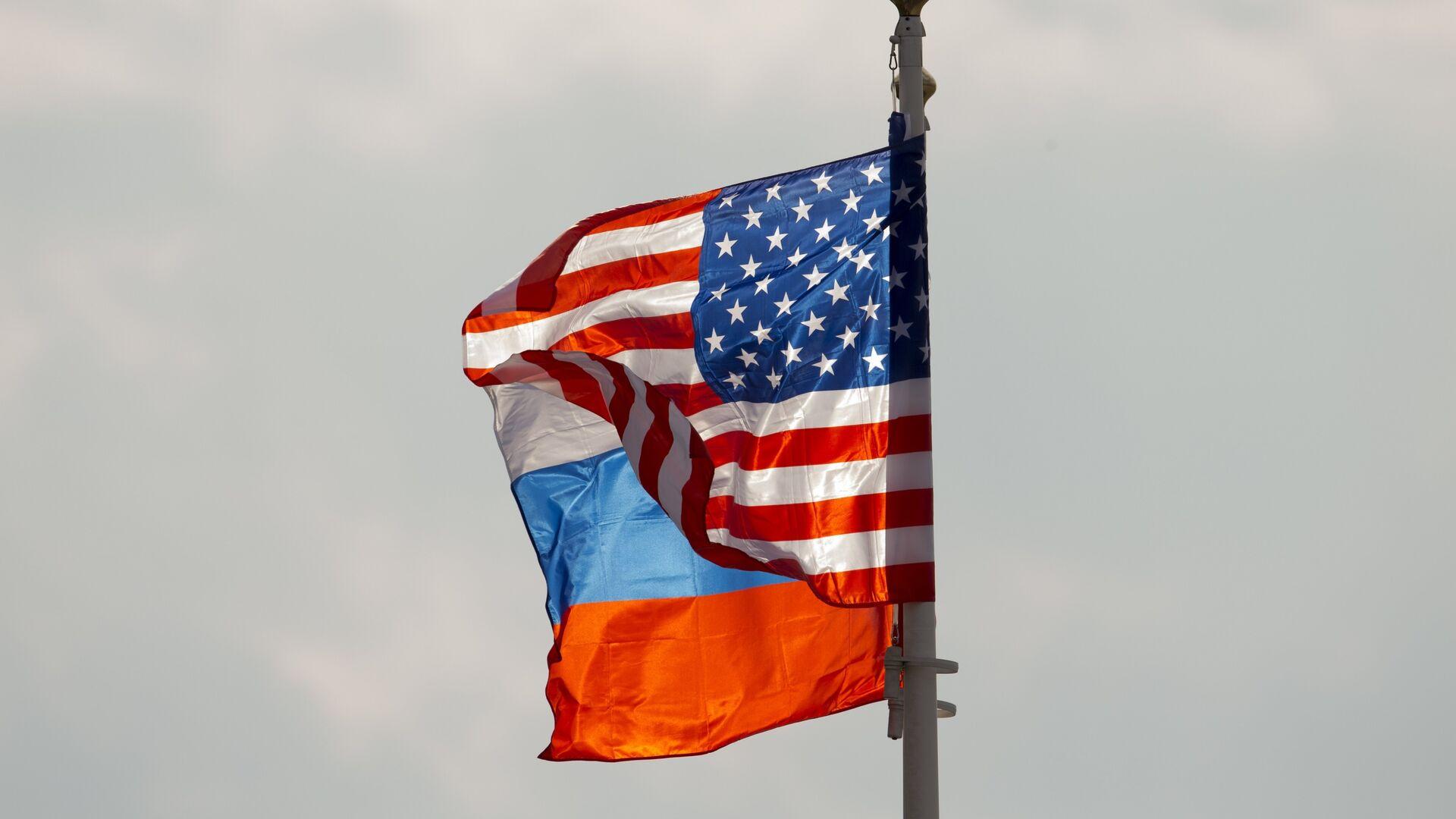 Banderas de Rusia y EEUU (archivo) - Sputnik Mundo, 1920, 09.02.2021