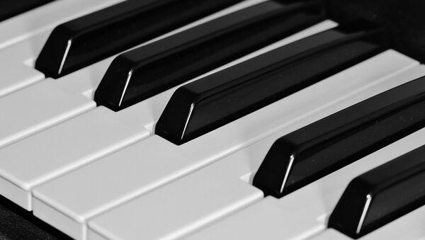 Piano - Sputnik Mundo