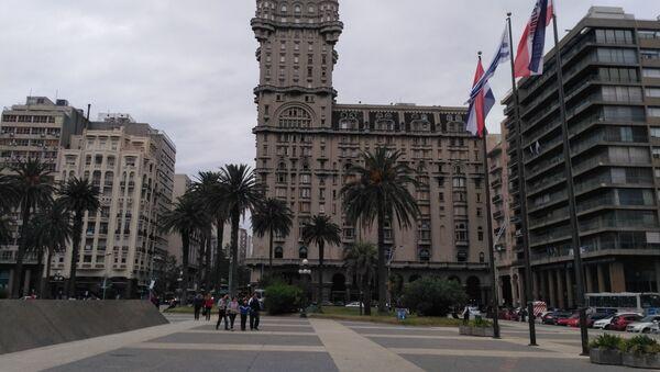 El Palacio Salvo, vista de la Plaza de Independencia - Sputnik Mundo