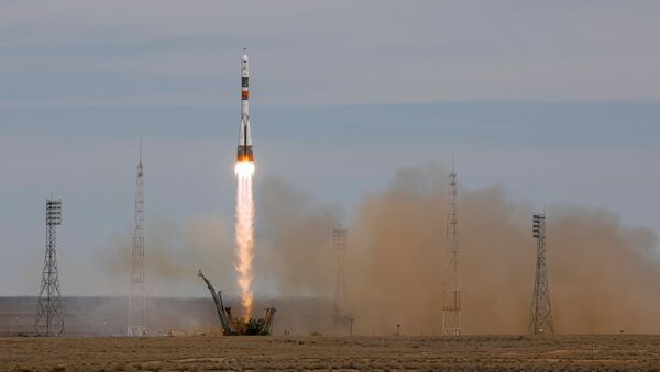 La nave rusa Soyuz MS-04 con dos tripulantes a bordo partiendo rumbo a la EEI - Sputnik Mundo