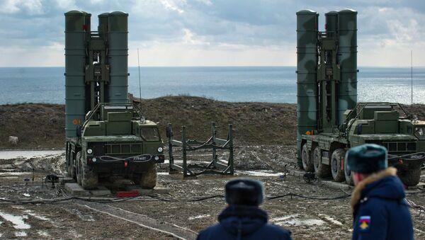 Un regimiento de S-400 desplegado en Crimea, 14 de enero de 2017 - Sputnik Mundo