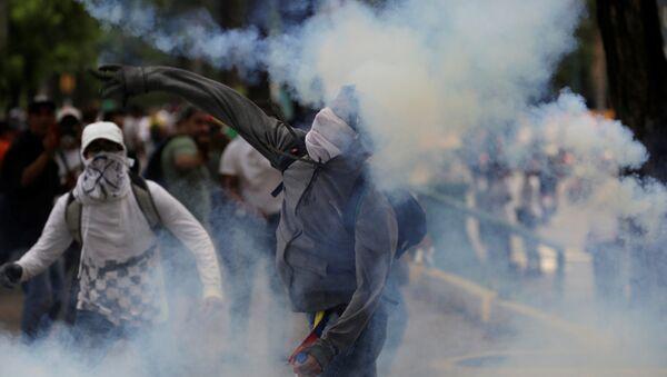 Manifestantes en Venezuela - Sputnik Mundo