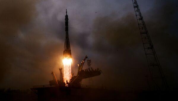 Пуск ракеты-носителя Союз-ФГ с ТПК Союз- МС-04 с космодрома Байконур - Sputnik Mundo